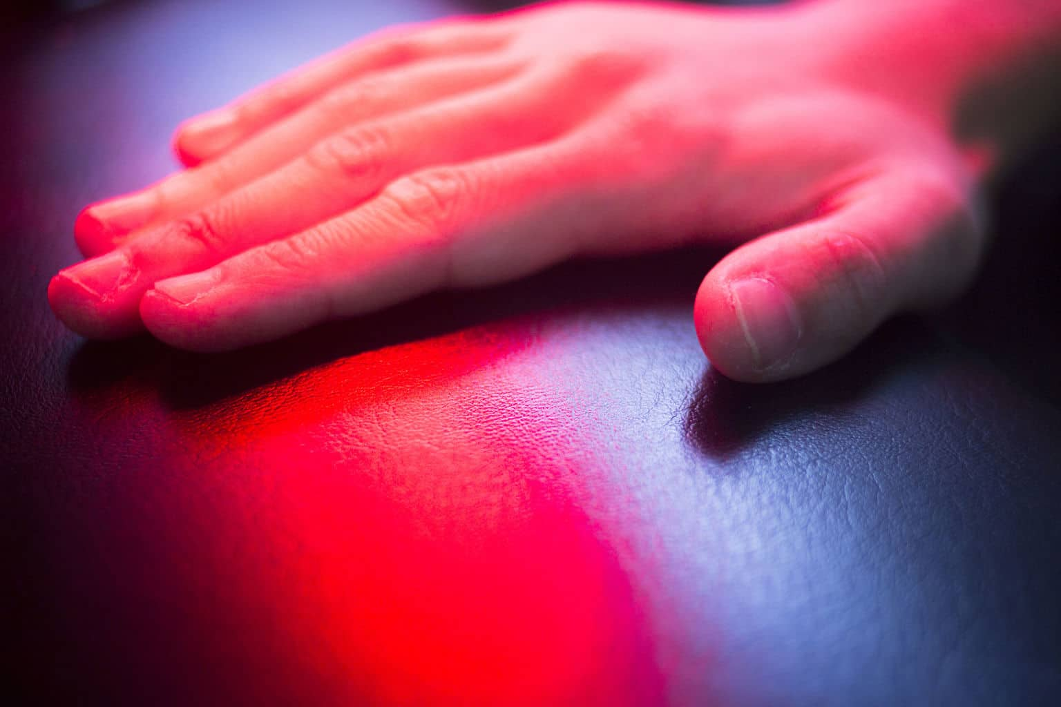 Red light therapy reverses artery plaque