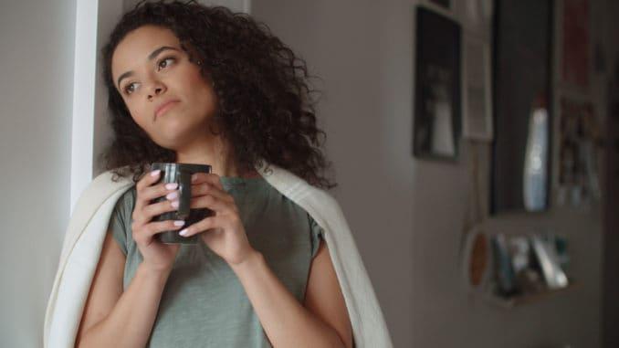 Women drinking coffee or tea