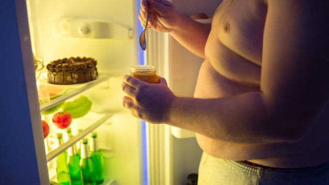 dangerous unhealthy and high-fat diet reduces muscle mass